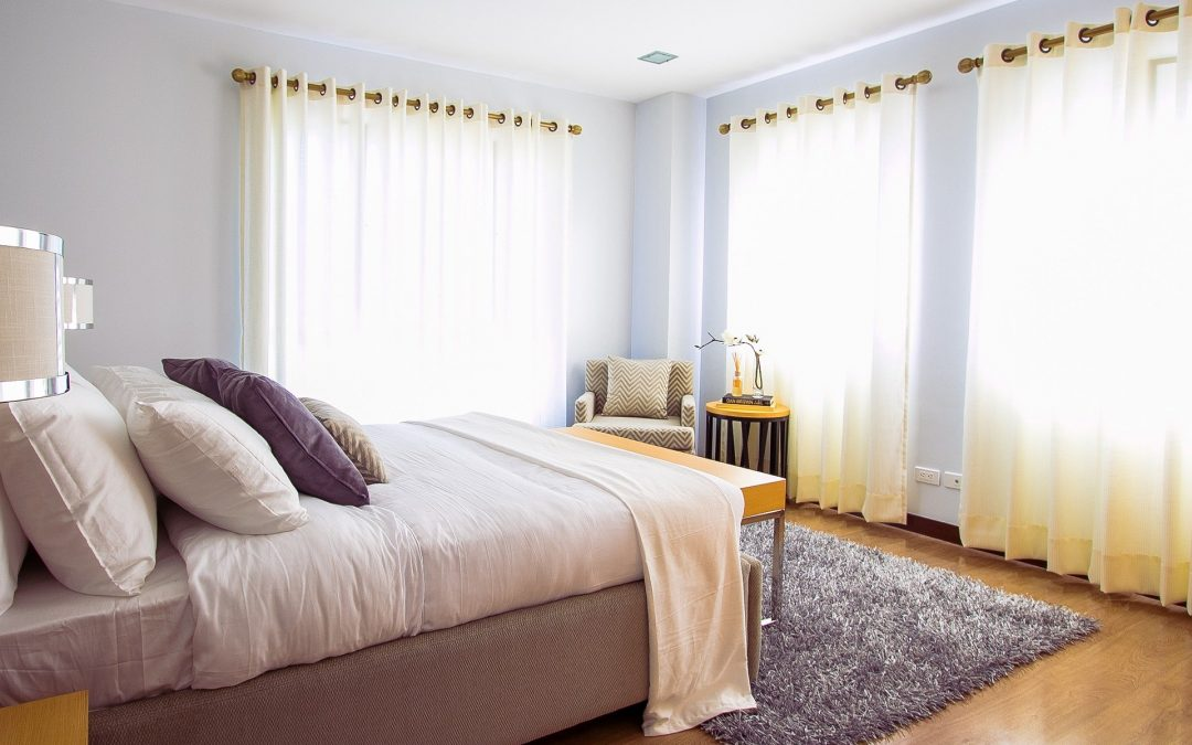 Łóżka z materacem – czy warto? Jakie łóżko wybrać do sypialni?